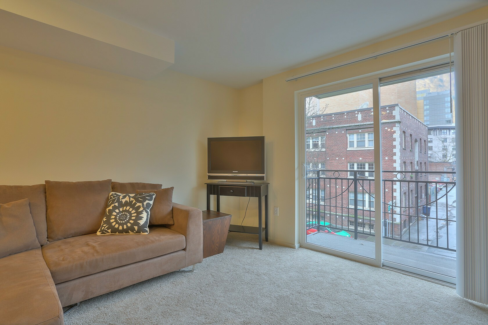 425 Vine St #302 (photo 3)